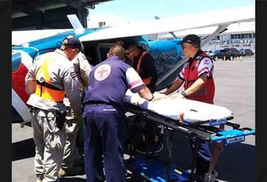 Bebé de 9 meses fue trasladada vía aérea desde Nicoya tras accidente en tina