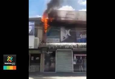 Incendio consumió tienda en Siquirres