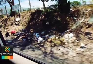 Barrio Manuel de Jesús Jiménez en Cartago se convirtió en un basurero a cielo abierto