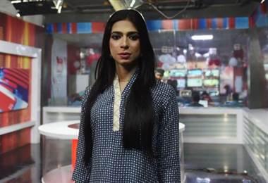 Primera presentadora de noticias transexual debuta en la televisión paquistaní