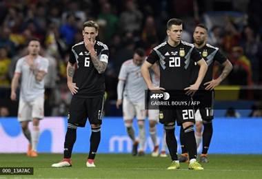 Jugadores de Argentina lamentaron la humillación ante España. AFP