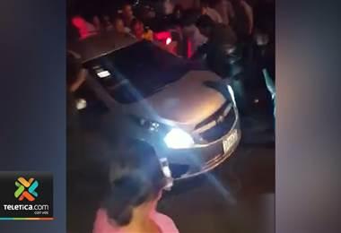 Policía intervino para evitar que conductor pasara a la fuerza en medio de una procesión en Heredia