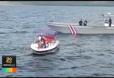 Guardacostas rescata yate con seis adultos y una niña