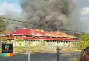 Bomberos controlaron enorme incendio en el hospital Tomás Casas en Ciudad Cortés