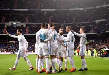 Jugadores del Real Madrid celebran la anotación de Cristiano Ronaldo. AFP