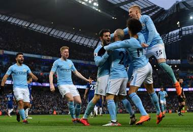 Manchester City sigue líder en la Premier League. AFP