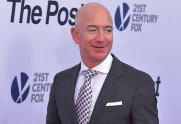 El fundador de Amazon le arrebata el título de hombre más rico del mundo a Bill Gates