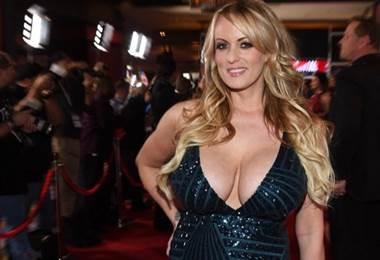 La actriz porno Stormy Daniels demanda al presidente de EE. UU. Donald Trump