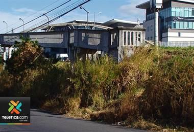 Usuarios de puente peatonal son víctimas de constantes robos en la ruta 27