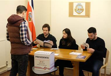 Ticos en el extranjero viajaron cientos de kilómetros para ejercer su voto