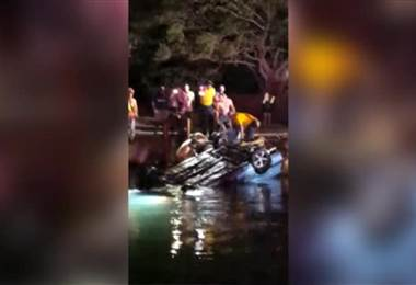 Carro cayó a un canal de riego de Cañas y dos niños murieron