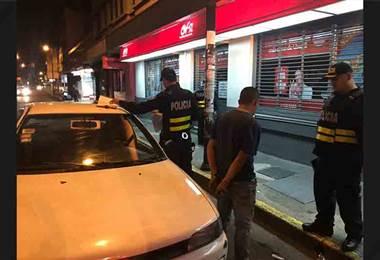 Fuerza Pública detuvo en el casco capitalino a dos sospechosos de asaltar a peatones