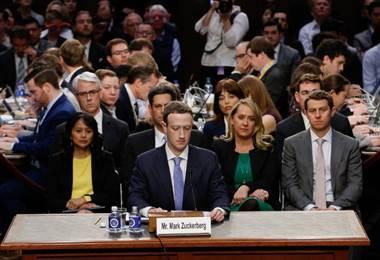 Zuckerberg pidió disculpas ante legisladores por abuso de datos personales