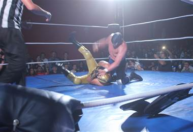 Blue Demon Jr luchó en el país. Esteban Cañas para teletica.com