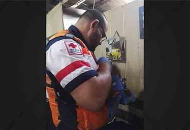 Bebé abandonado en un predio en Escazú fue atendido por Cruz Roja y una familia