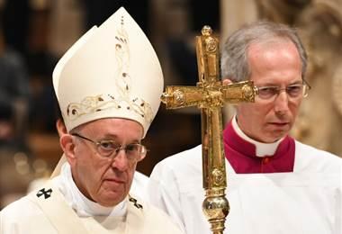 Papa celebra su santo distribuyendo helados a los pobres de Roma