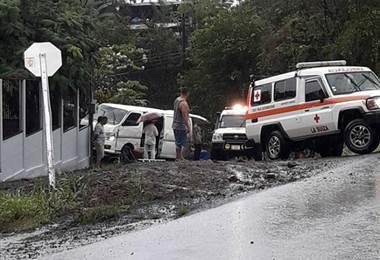Madre e hijos resultan gravemente heridos al ser atropellados por un vehículo en Turrialba
