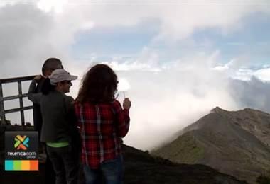 Expertos no descartan posibles deslizamientos en volcán Irazú