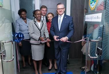 El canciller Manuel González inauguró este viernes la embajada en Kenia. Cortesía Cancillería