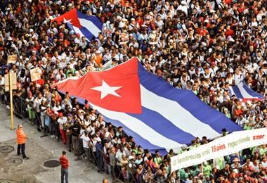 Marcha del 1° de mayo en cuba. AFP