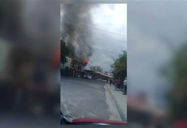 Incendio consume una casa en Alajuelita