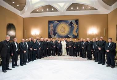 Obispos chilenos ponen sus cargos a disposición del papa Francisco