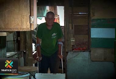 Adulto mayor que vive solo y en extrema pobreza en Sarchí agradece por todas las ayudas