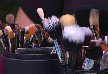 Aprenda a limpiar bien las brochas y esponjas de su maquillaje