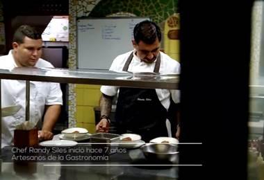 Hace 7 años en Santa Teresa, el Chef costarricense Randy Siles, inició una academia llamada: Artesanos de la Gastronomía.   Su misión radica en tomar jóvenes de la zona que estén en riesgo social, los capacita y los forma en diferentes ramas del arte culinario, en el restaurante del hotel Trópico Latino. Aquí ingresan sin saber absolutamente nada de gastronomía, incluso, sin haber concluido sus estudios de secundaria.