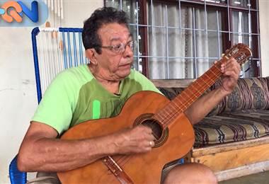 Don Jorge Luis Rodríguez es vecino de Esparza y famoso por dos razones: su buena fama para crear marimbas y su apodo: Hormiga.   Él y toda su familia cargan con el peso de ese apodo a causa del mayor de sus hermanos. Quien, en su infancia era bastante pequeño e inquieto como una hormiga.