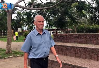 Caminar por el pueblo que le vio nacer es uno de los pasatiempos favoritos de don Jacinto Hernández; para él cada paso por este lugar tiene un significado distinto.