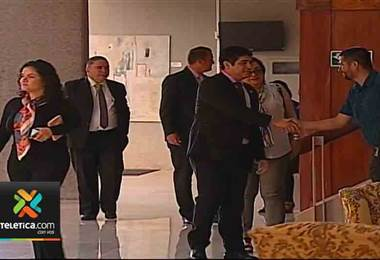 Presidente Carlos Alvarado da sus primeras palabras desde Casa Presidencial