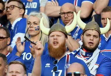 Aficionados de Islandia en el Mundial  FIFA.com