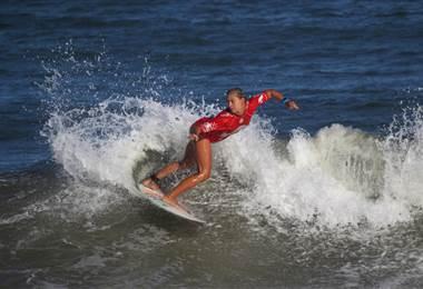La surfista costarricense Leilani McGonagle.
