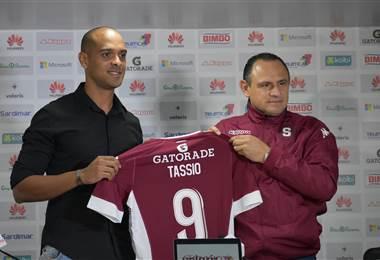 Tassio Maia fue presentado oficialmente como nuevo delantero de Saprissa  Julio Naranjo.