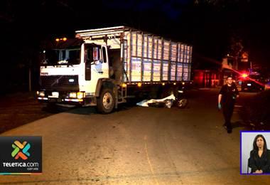 Motociclista de 21 años murió tras chocar contra camión en Turrúcares
