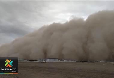 Espectacular tormenta de arena envolvió la ciudad china de Golmud