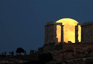 Eclipse de Luna: el fenómeno de este tipo más largo del siglo XXI en imágenes de todo el mundo