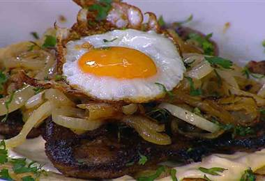Receta: Tortilla aliñada con bistec encebollado