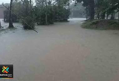 Fuertes lluvias provocan inundaciones en la Zona Sur