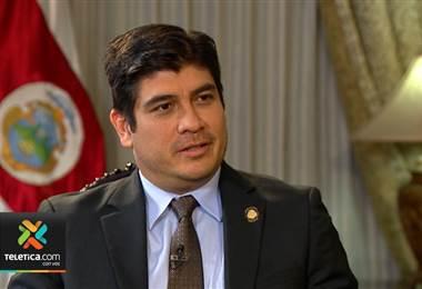 Entrevista: Presidente Carlos Alvarado, el plan fiscal y su peor error en primeros 100 días