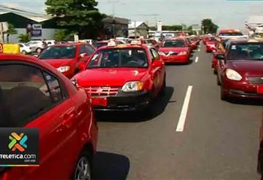Fuerza roja realiza tortuguismo en autopista General Cañas