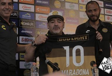 Maradona en su presentación con Dorados de Sinaloa.|Dorados de Sinaloa