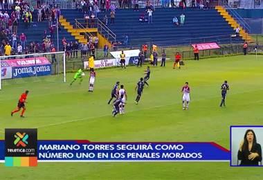 Mariano Torres pidió disculpas por el penal fallado y continuará cobrándolos en Saprissa