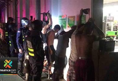 6 de los 17 detenidos en Limón por participar en disturbios tienen antecedentes por varios delito