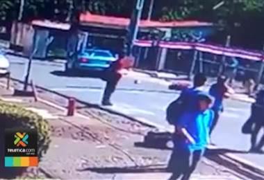 Video captó cuando carro embistió a un grupo de estudiantes en Heredia