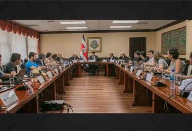 Encuentro de rectores y estudiantes de universidades públicas en Casa Presidencial
