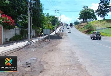 Ya están ampliando la calle que llega hasta Lomas del Río en Pavas