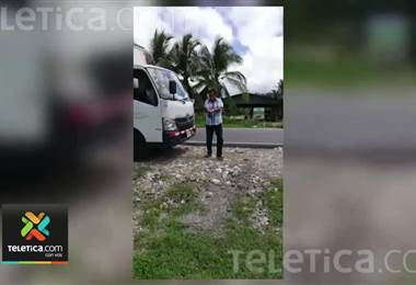 Alcalde de Corredores sale a recoger basura a las calles ante ausencia de empleados por huelga