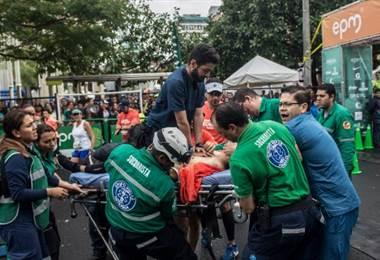 Un muerto por paro cardíaco y atleta keniano atropellado en media maratón en Medellín.|AFP